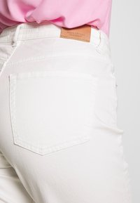 Marc O'Polo - HIGH WAIST CROPPED LENGTH - Jeansy Straight Leg - soft white - 3