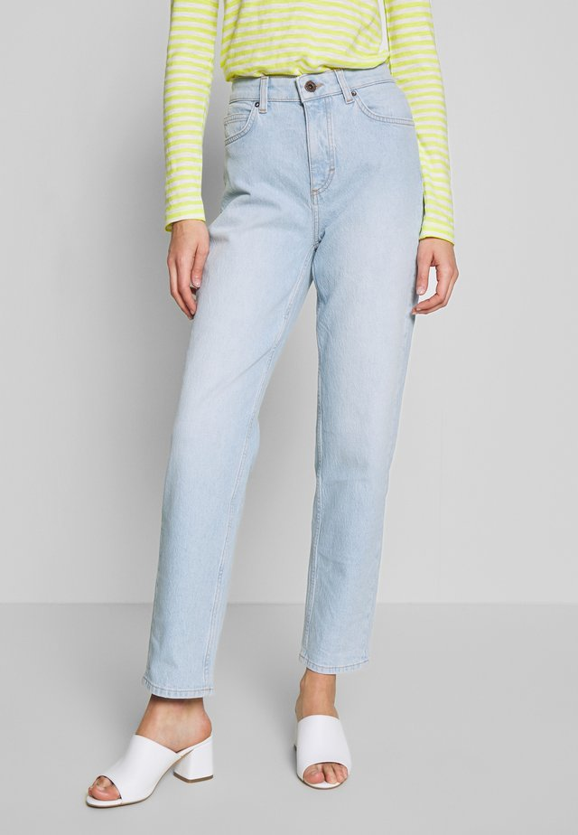 TROUSER MOMS FIT HIGH WAIST CROPPED LENGTH - Jeans relaxed fit - light blue shade denim
