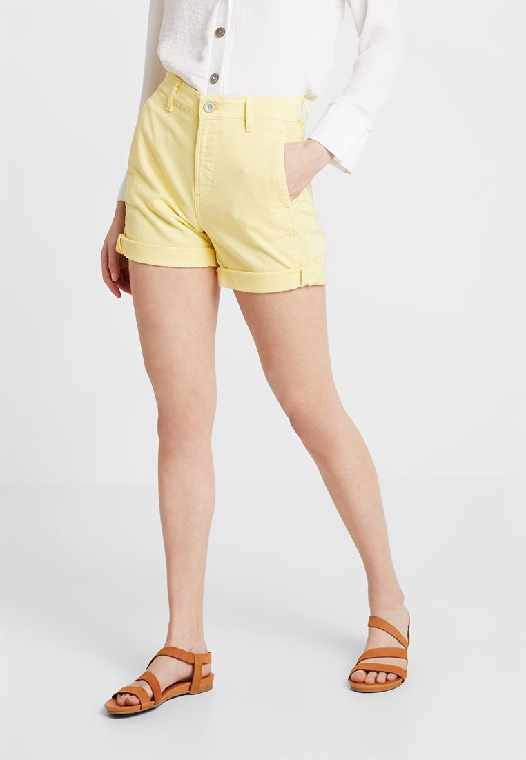 Marc O'Polo - REGULAR FIT - Jeans Shorts - bright yellow