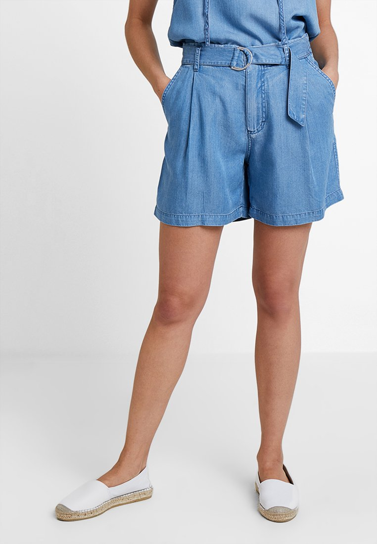 Marc O'Polo - PATCHED POCKETS - Jeansshorts - light blue denim