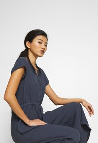 Marc O'Polo - OVERALL SHORT SLEEVES COLDDYE - Jumpsuit - silent sea - 4