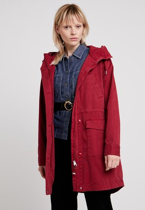 GARMENT DYED HOODED - Parka - mulberry red