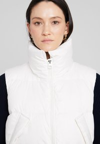 Marc O'Polo - LONG VEST FILLED WITH REAL - Väst - soft white - 3