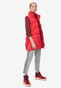 Marc O'Polo - LONG VEST FILLED WITH REAL - Weste - red - 1