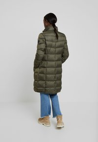 Marc O'Polo - COAT LONG FILLED HOOD - Donsjas - workers olive - 3
