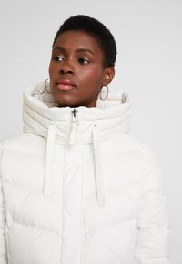 Marc O'Polo - COAT LONG FILLED FIX HOOD FLAP POCKETS CUFFS - Dunkåpe / -frakk - birch white - 3