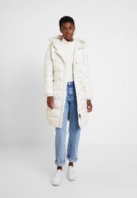 Marc O'Polo - COAT LONG FILLED FIX HOOD FLAP POCKETS CUFFS - Dunkåpe / -frakk - birch white
