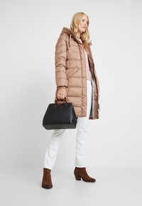 Marc O'Polo - COAT LONG FILLED FIX HOOD FLAP POCKETS CUFFS - Daunenmantel - tender fawn