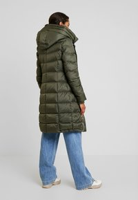 Marc O'Polo - COAT LONG FILLED FIX HOOD FLAP POCKETS CUFFS - Down coat - workers olive - 2