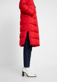 Marc O'Polo - BIG PUFFER COAT HOOD WELT POCKETS WITH HIDDEN PRESSBUTTO - Dunkåpe / -frakk - cranberry red - 4