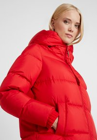 Marc O'Polo - BIG PUFFER COAT HOOD WELT POCKETS WITH HIDDEN PRESSBUTTO - Dunkåpe / -frakk - cranberry red - 7
