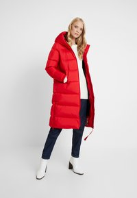 Marc O'Polo - BIG PUFFER COAT HOOD WELT POCKETS WITH HIDDEN PRESSBUTTO - Dunkåpe / -frakk - cranberry red - 1