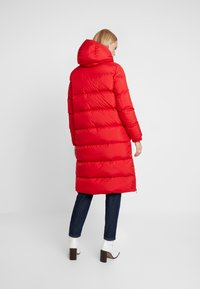 Marc O'Polo - BIG PUFFER COAT HOOD WELT POCKETS WITH HIDDEN PRESSBUTTO - Dunkåpe / -frakk - cranberry red - 2