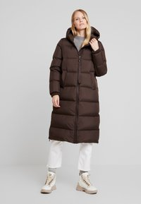 Marc O'Polo - BIG PUFFER COAT HOOD WELT POCKETS WITH HIDDEN PRESSBUTTO - Dunkåpe / -frakk - coffee bean - 0