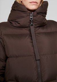 Marc O'Polo - BIG PUFFER COAT HOOD WELT POCKETS WITH HIDDEN PRESSBUTTO - Dunkåpe / -frakk - coffee bean - 4