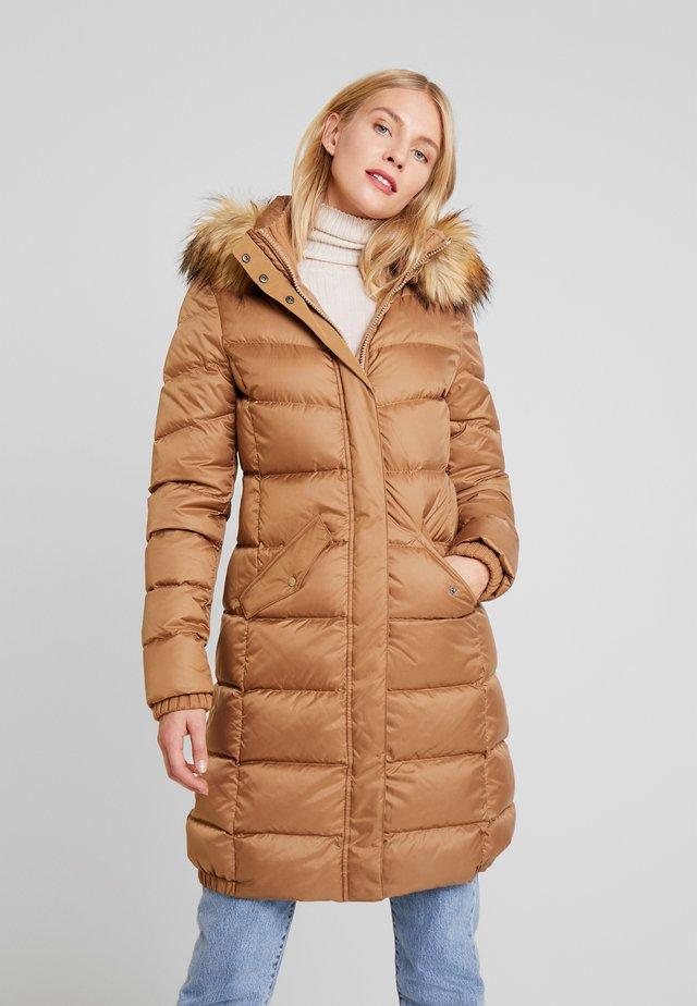 COAT FILLED HOOD DETACHABLE FLAP POCKETS - Down coat - hazelnut wood