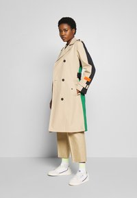 Marc O'Polo - BLOGGER COLOUR MIX BELT WITH BUCKLE PLEAT - Trenchcoat - swedish pine - 1