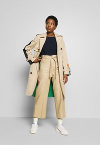 Marc O'Polo - BLOGGER COLOUR MIX BELT WITH BUCKLE PLEAT - Trenchcoat - swedish pine - 3