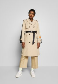 Marc O'Polo - BLOGGER COLOUR MIX BELT WITH BUCKLE PLEAT - Trenchcoat - swedish pine - 0