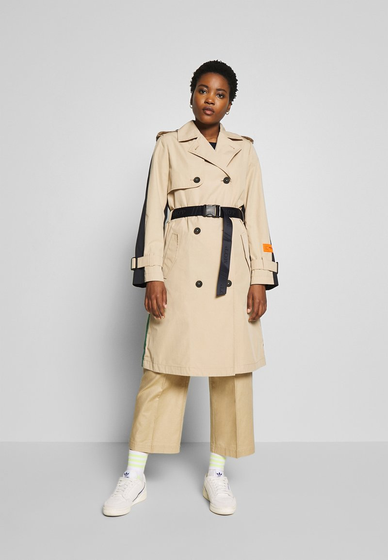 Marc O'Polo - BLOGGER COLOUR MIX BELT WITH BUCKLE PLEAT - Trenchcoat - swedish pine
