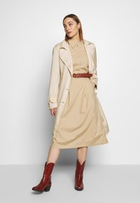 Marc O'Polo - TRENCH COAT DOUBLE BREASTED BELTED WELT POCKETS - Trenchcoat - raw sand - 1