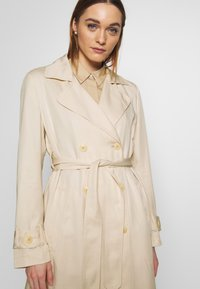 Marc O'Polo - TRENCH COAT DOUBLE BREASTED BELTED WELT POCKETS - Trenchcoat - raw sand - 3