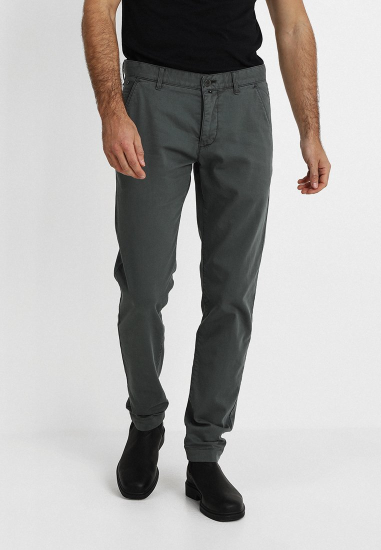 Marc O'Polo - TAPERED FIT - Trousers - mangrove