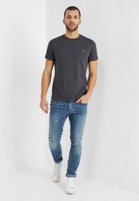 Marc O'Polo - C-NECK - Basic T-shirt - gray pinstripe - 1