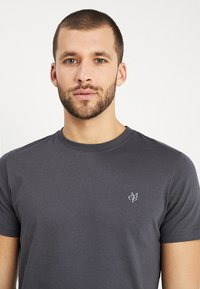 Marc O'Polo - C-NECK - Basic T-shirt - gray pinstripe - 4