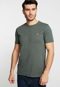 Marc O'Polo - C-NECK - T-Shirt basic - mangrove - 0