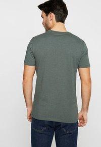 Marc O'Polo - C-NECK - T-Shirt basic - mangrove - 2