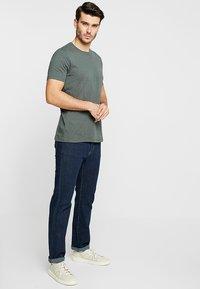 Marc O'Polo - C-NECK - T-Shirt basic - mangrove - 1