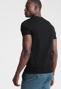 Marc O'Polo - C-NECK - T-shirt basic - black - 2