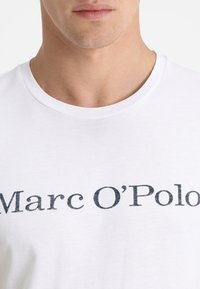 Marc O'Polo - BASIC SINGLE - Print T-shirt - white - 5
