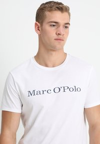 Marc O'Polo - BASIC SINGLE - Print T-shirt - white - 3