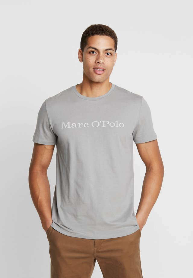 SHORT SLEEVE  ROUND NECK - T-shirt z nadrukiem - griffin