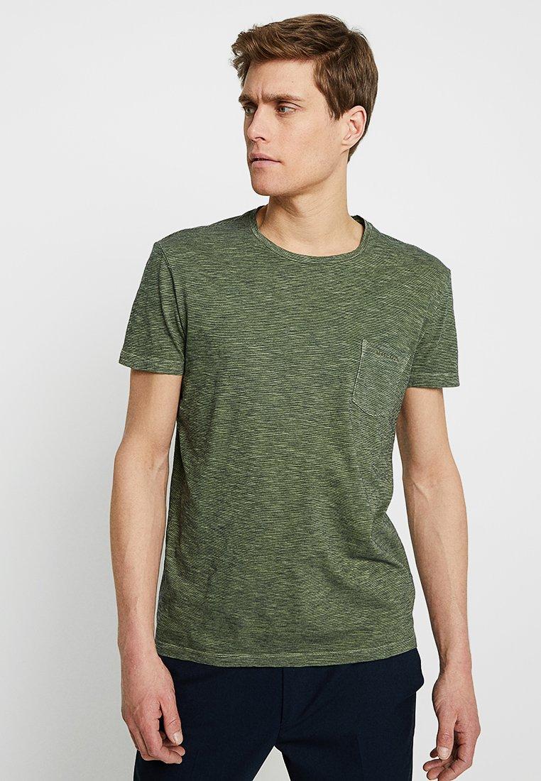 Marc O'Polo - SHORT SLEEVE CREW NECK - Print T-shirt - green