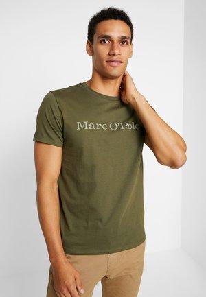 SHORT SLEEVE - T-shirt z nadrukiem - pesto