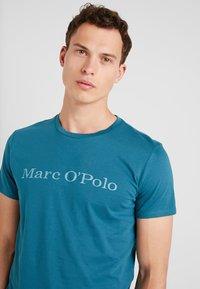 Marc O'Polo - SHORT SLEEVE - T-shirts med print - dragon fly - 3