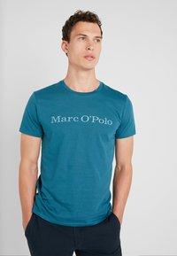 Marc O'Polo - SHORT SLEEVE - T-shirts med print - dragon fly - 0