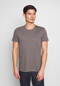 Marc O'Polo - SHORT SLEEVE ROUND NECK CHEST POCKET - T-paita - castlerock - 0