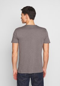 Marc O'Polo - SHORT SLEEVE ROUND NECK CHEST POCKET - T-paita - castlerock - 2