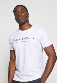 Marc O'Polo - SHORT SLEEVE ROUND NECK - Print T-shirt - white - 3