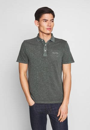 SHORT SLEEVE BUTTON PLACKET SLITS AT HEM - Polo - mangrove