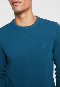 Marc O'Polo - CREW NECK - Neule - dragon fly - 4