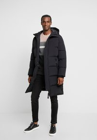 Marc O'Polo - REGULAR FIT LONG SLEEVE HOOD ZIP AND BUTTON PLACKET - Kurtka puchowa - black - 1