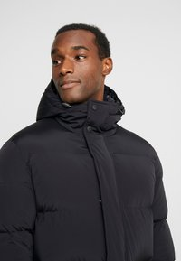 Marc O'Polo - REGULAR FIT LONG SLEEVE HOOD ZIP AND BUTTON PLACKET - Kurtka puchowa - black - 4