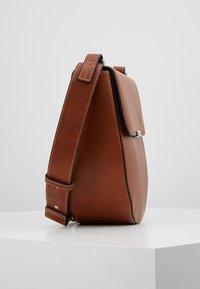 Marc O'Polo - HOBO BAG - Across body bag - authentic cognac - 3