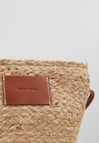 Marc O'Polo - CROSSBODY BAG - Umhängetasche - nature - 3