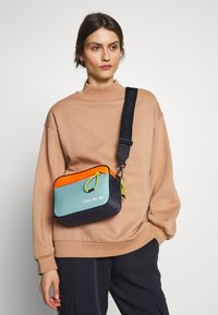 Marc O'Polo - CROSSBODY BAG - Schoudertas - multicolor/mint - 1